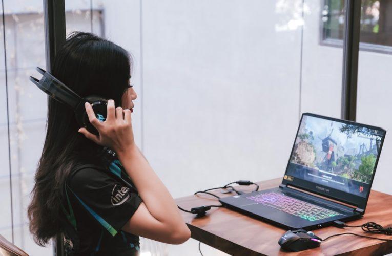 Komputer dla graczy tworzących recenzje gier