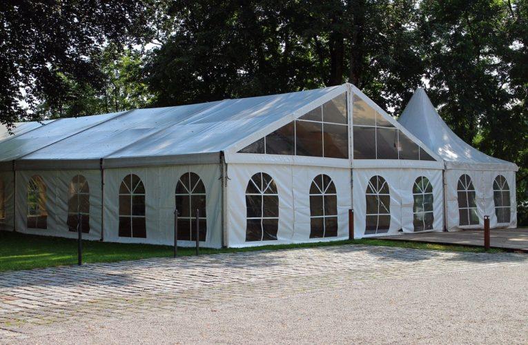 Hale namiotowe jako dodatkowa powierzchnia magazynowa. Dowiedz się czym są hale namiotowe i jakie mają korzyści!