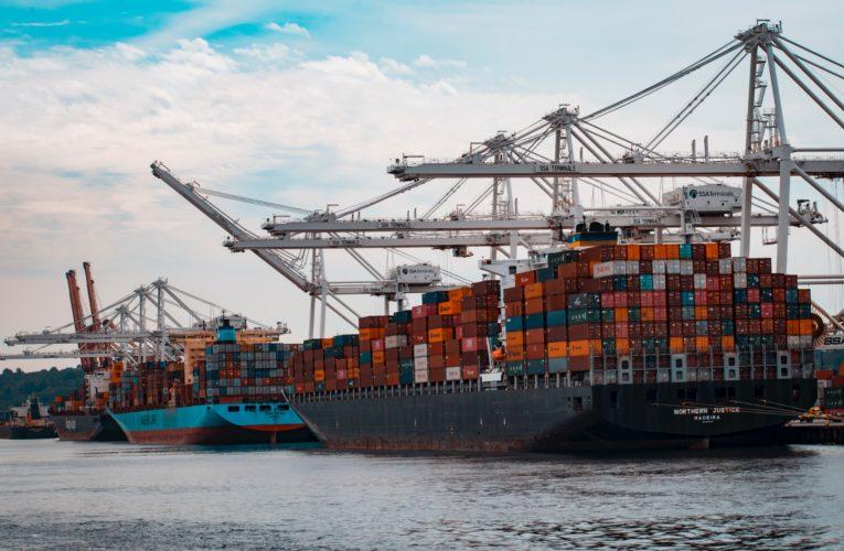Kontenery morskie – dlaczego warto postawić na transport właśnie nimi?