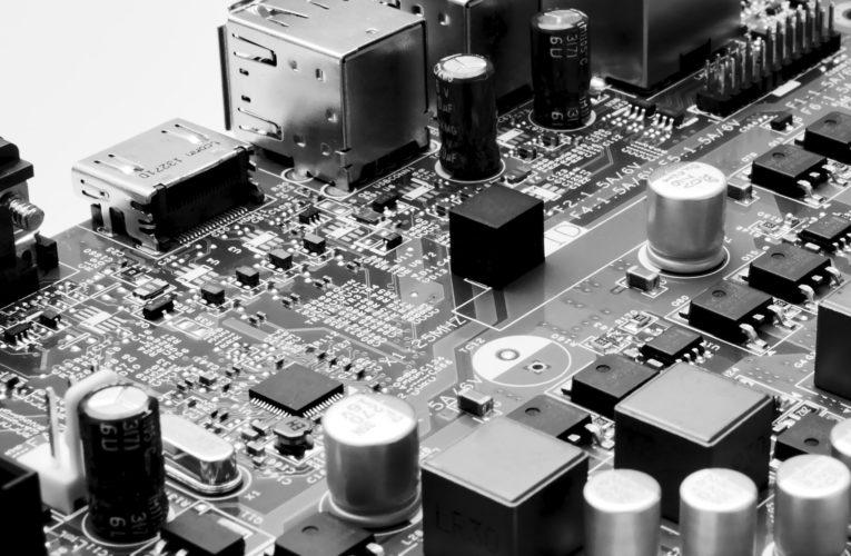Czym jest pamięć RAM i na co zwrócić uwagę przy jej zakupie?